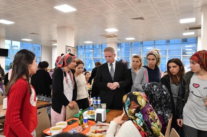 Gaziantep Valisi Davut Gül öğrencilerle birlikte iftar açtı