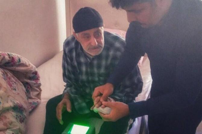 Genç'ye yeni kimlik kartı çıkaran engelli hastalara evde hizmet