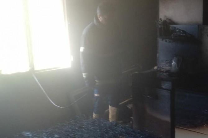 Nusaybin'de çıkan yangında ev kullanılamaz hale geldi