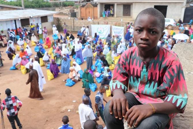 Nijerya'da yüzlerce mağdur aileye ramazan paketleri dağıtıldı
