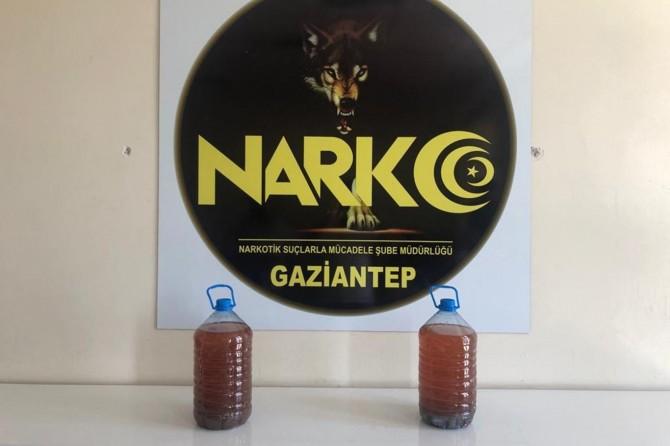 Gaziantep'te aracın radyatöründen sıvı uyuşturucu çıktı
