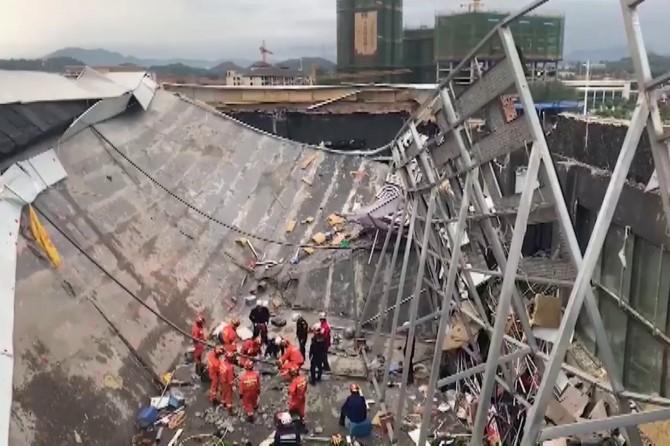 Gece kulübünün çatısı çöktü: 3 ölü 100 yaralı