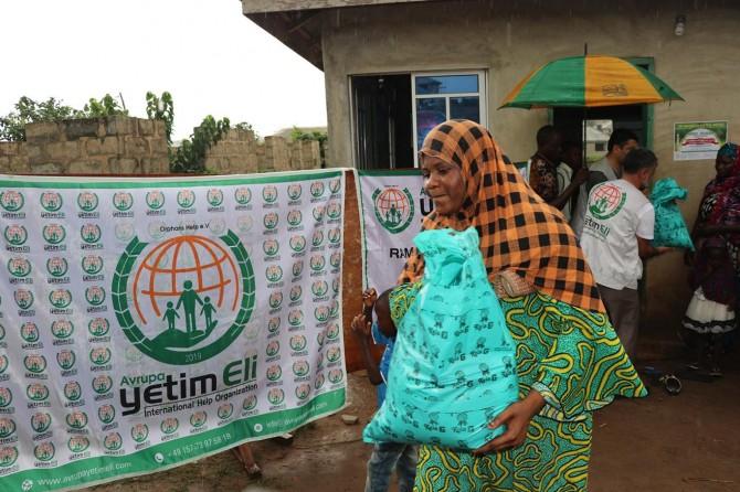 Avrupa Yetim Eli yoğun yağışa rağmen Nijerya'da ihtiyaç sahiplerine ulaştı