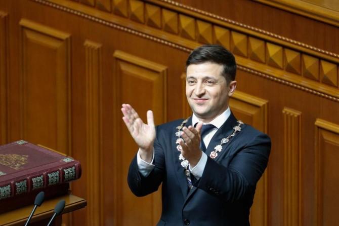 Zelenskiy ilk icraatına parlamentoyu feshederek başladı