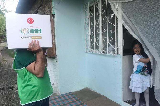 İHH Bingöl'de yaklaşık 6 bin kişiye kumanya dağıtacak