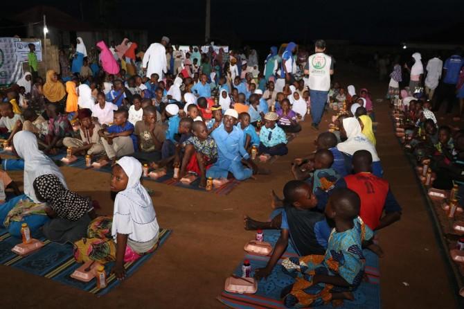 Avrupa Yetim Eli Nijerya'da iftar vermeye devam ediyor