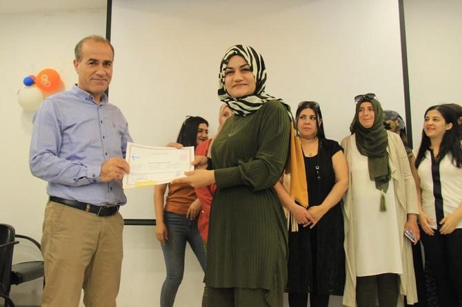 Mesleki eğitim kursunda sertifika töreni