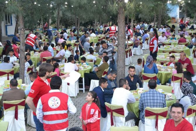 Yetimler için iftar programı düzenlendi