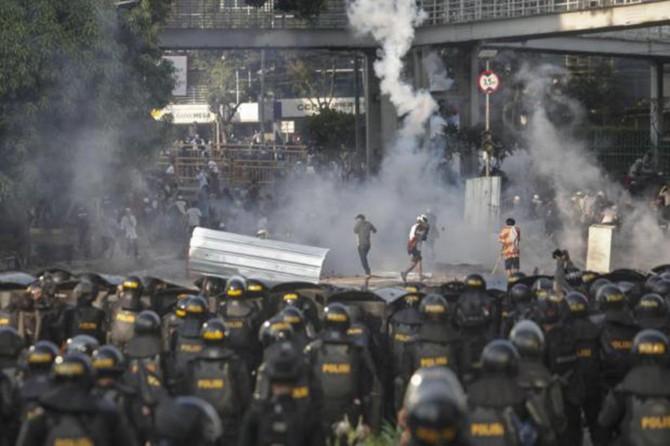Endonezya'da seçim sonucu protestoları: 6 ölü 200 yaralı
