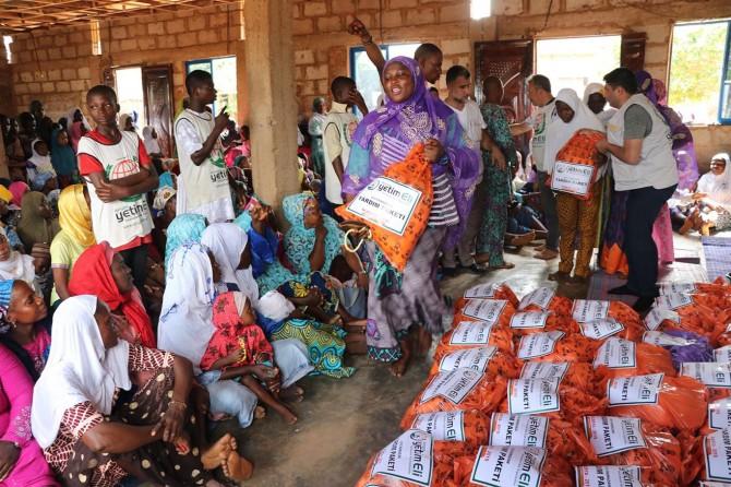 Nijerya'da Ramazan gıda paketi dağıtımı sürüyor