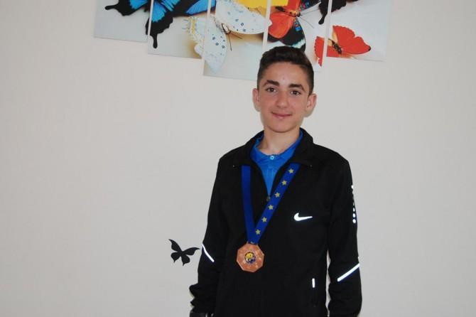 Bitlis Said-i Nursi Anadolu İmam Hatip Lisesi öğrencisi Zeynelabidin Tuncel Avrupa üçüncüsü oldu