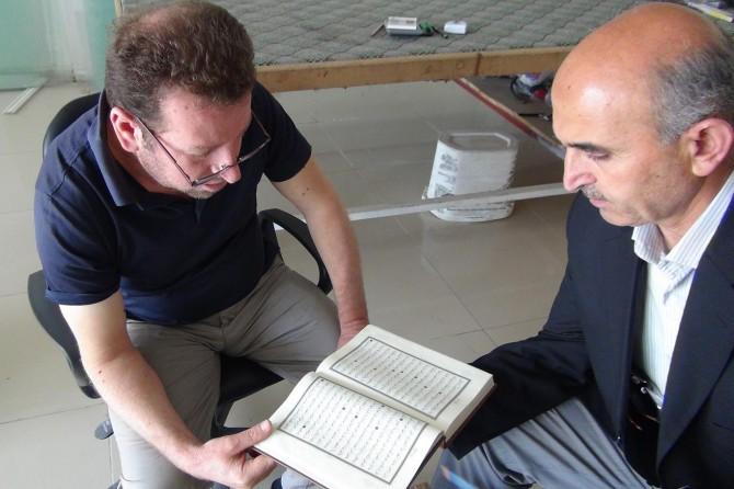Esnaf esnaf gezip Kelamullah'ı öğretiyor