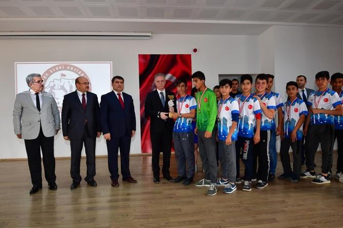 Okul spor kulüpleri Türkiye geneline örnek gösterildi