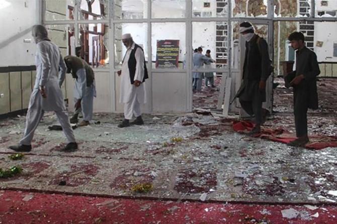 Pakistan'da cuma namazı esnasında patlama
