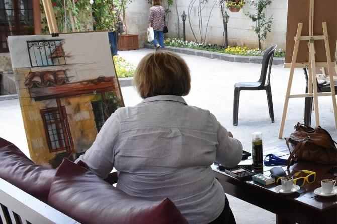 Ressamlar Gaziantep'in tarihi mekanlarını çizdi