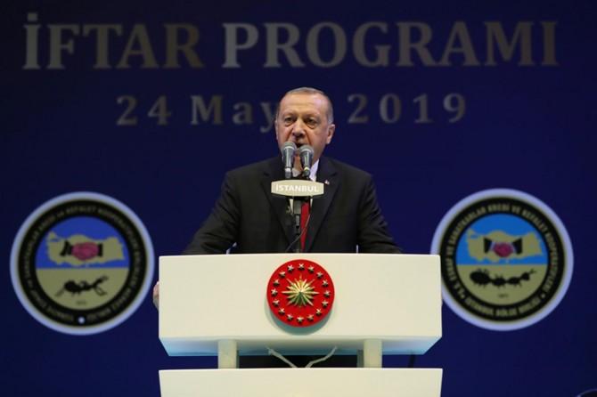 Erdoğan: Kesin şüphelere rağmen seçim kararına şiddetle karşı çıkılması manidar