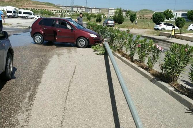 Siirt'te öğrencileri taşıyan otomobil kaza yaptı: 2 yaralı