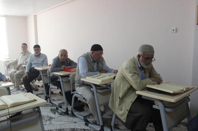 Adıyaman'da Pir-i fanilerin Kur'an aşkı