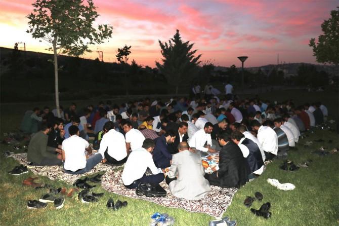 HÜDA PAR Gaziantep Gençlik Kolları iftar programında buluştu