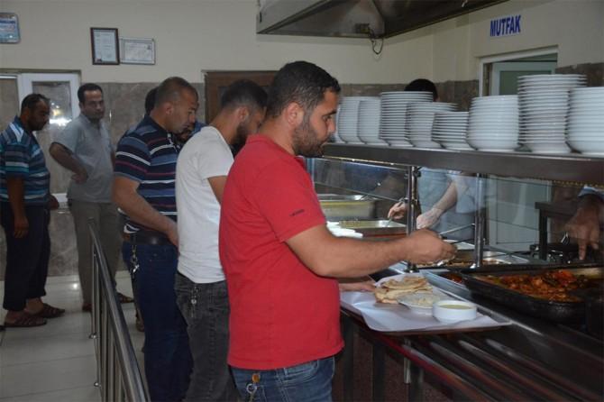 Silopi'de Kadir Gecesi münasebetiyle şoförlere ücretsiz yemek