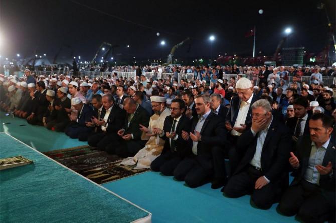 İstanbul Yenikapı'da Enderun Usulü Teravih namazı kılındı