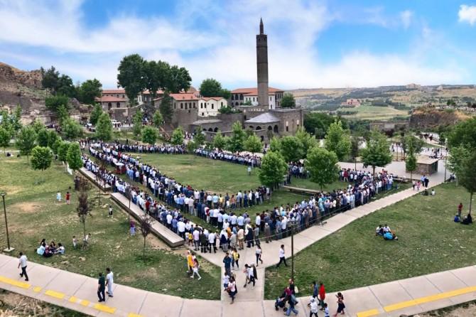 Peygamber Sevdalıları'nın Diyarbakır'daki bayramlaşma programına yoğun ilgi