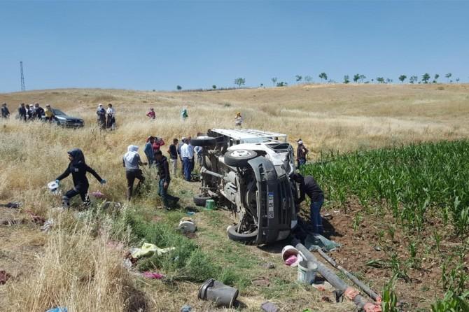 Bismil'de tarım işçilerini taşıyan kamyonet devrildi: 35 yaralı