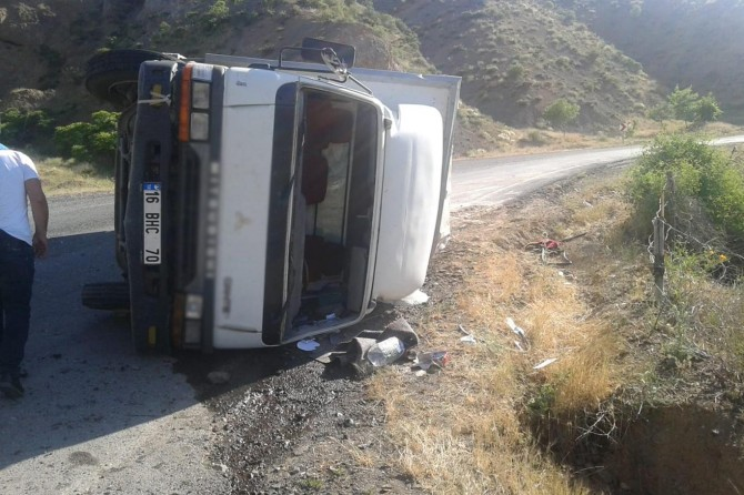 Palu'da freni tutmayan araç devrildi