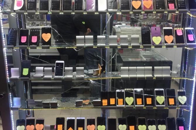 Elazığ'da 50'ler Çarşısı'nda saklanan hırsız 40 bin TL değerinde telefon çaldı