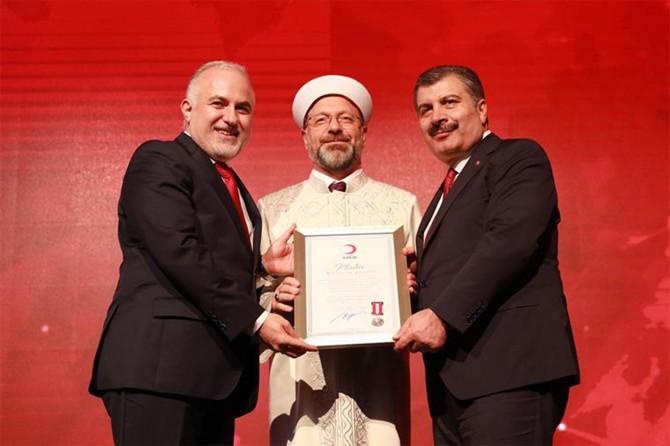 Kızılay Bağışçıları Madalya Töreni'nde Diyanet'e ödül