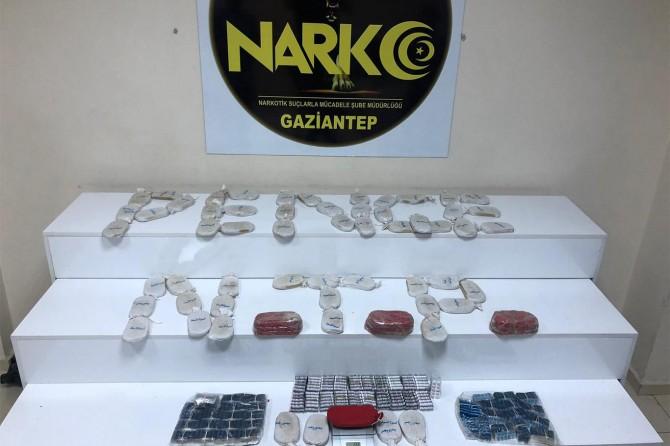 Gaziantep'te iş yerinin duvarında esrar ve uyuşturucu hap çıktı