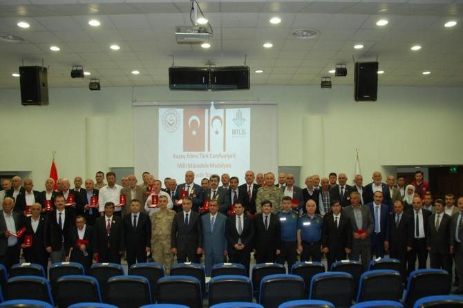 Bitlis'te Kıbrıs gazilerine madalyaları verildi