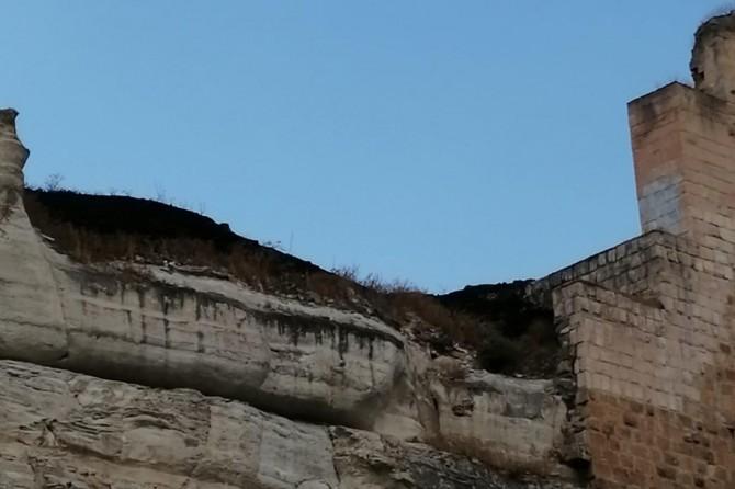 Birecik'te Asurlar zamanında yapılan tarihi kalede yangın