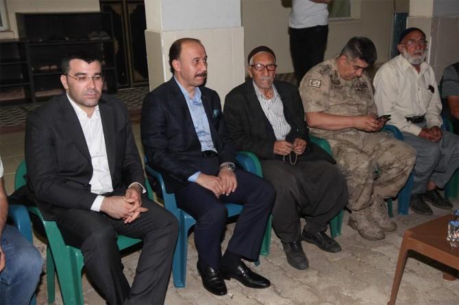 Şanlıurfa Valisi Abdullah Erin acılı ailelere taziye ziyaretinde bulundu