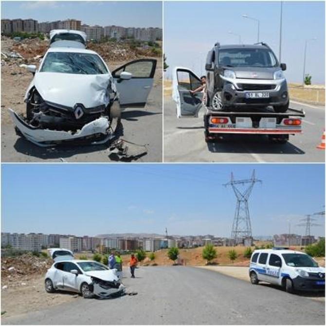Siirt'te polis okulu kavşağında iki otomobil çarpıştı: 2'si ağır 8 yaralı