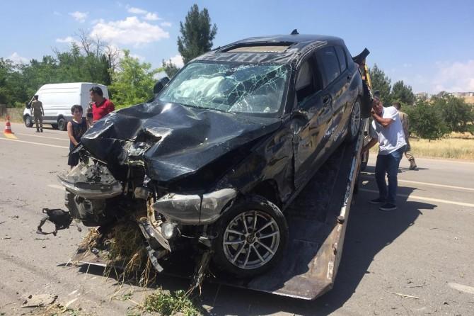 Gaziantep-Kilis karayolunda köpek kazaya neden oldu: 2 yaralı