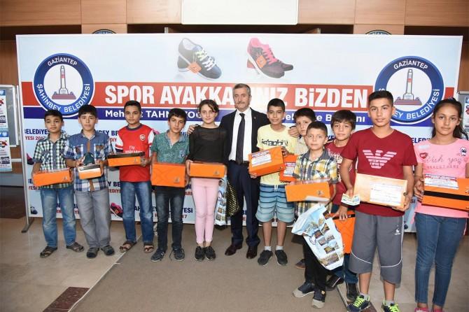 Şahinbey Belediyesi 150 bin öğrenciye spor ayakkabısı hediye edecek