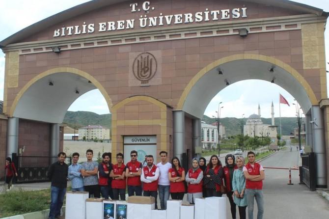 Birlis'te YKS adaylarına ikramda bulunup köy çocukları için kalem topladılar
