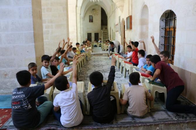 Şanlıurfa'da camiler çocuklarla cıvıl cıvıl oldu