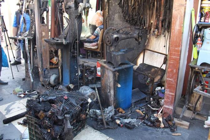 Diyarbakır'da dükkânı yanan sembolik ayakkabıcı yardım bekliyor
