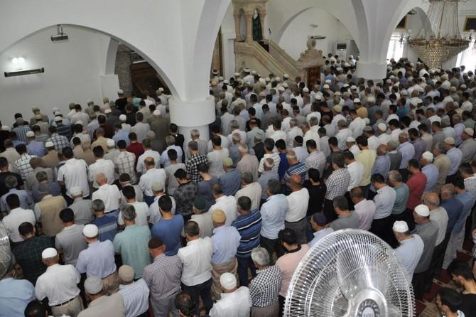 Muhammed Mursi için gıyabi cenaze namazı kıldırıldı