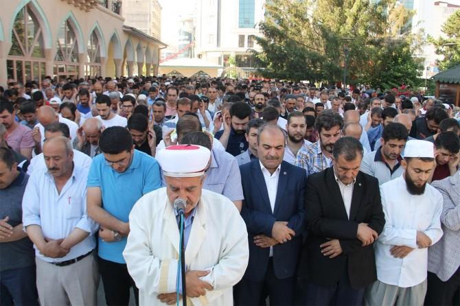 Van'da Muhammed Mursi için gıyabi cenaze namazı kılındı