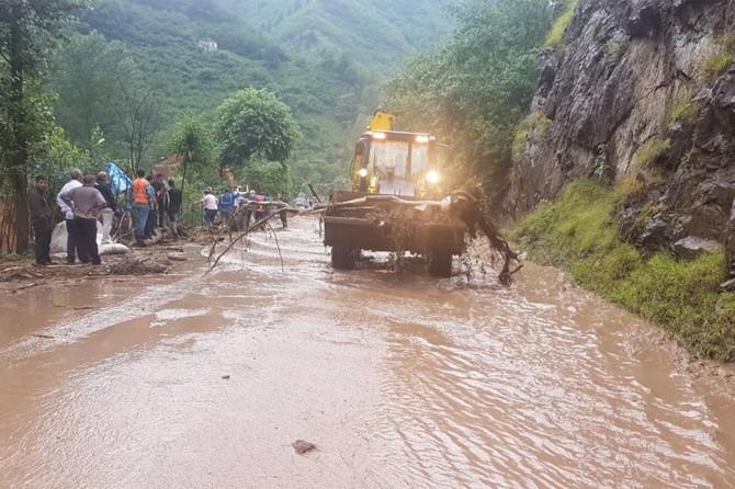 Araklı'da sel: 6 ölü 4 kayıp