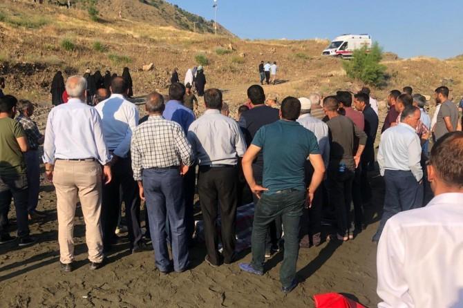 Palu'da Murat Nehri'ne kapılan gencin cesedine ulaşıldı