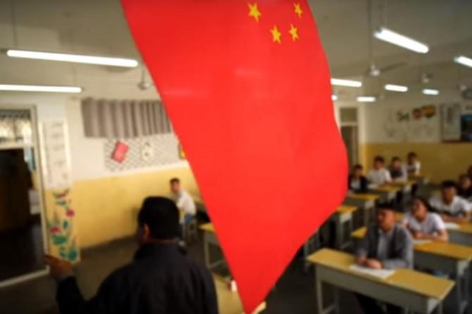 Çin'in Müslüman Uygurlara uyguladığı tecrit görüntülendi