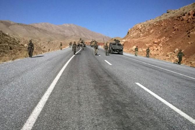 Bitlis Sarpkaya köyünde araç mayına bastı: Yaralılar var