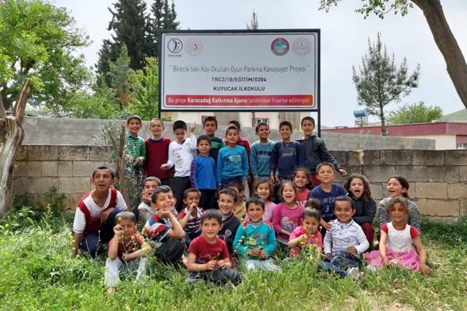 Birecik'te köy okullarına oyun parkı yapıldı