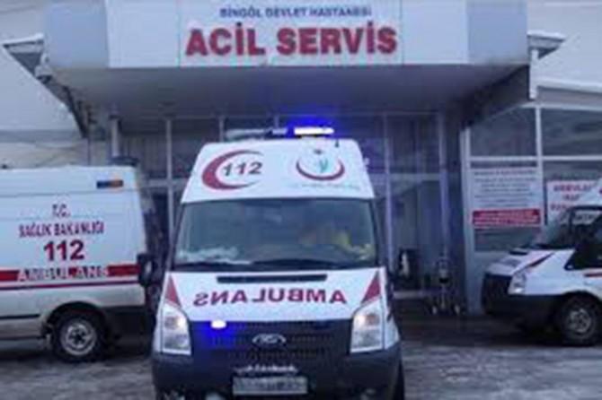 Traktör devrildi: Bir ölü, 2 yaralı