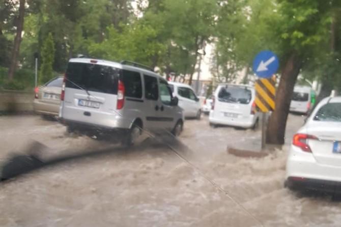 Şiddetli yağış trafiği olumsuz etkiledi