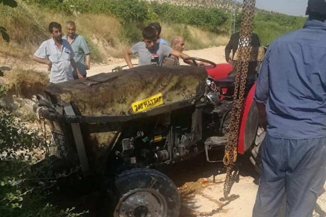 Nizip'te traktör şarampole devrildi